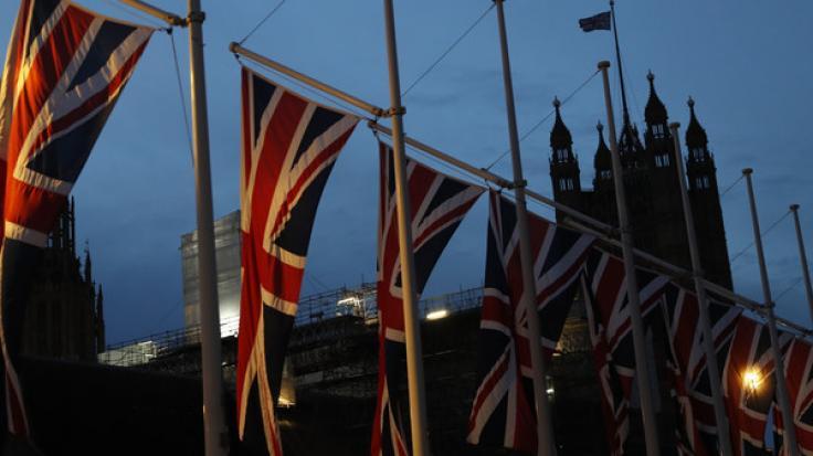 Ein Mann soll in London zwei Menschen mit einem Messer schwer verletzt haben. (Foto)