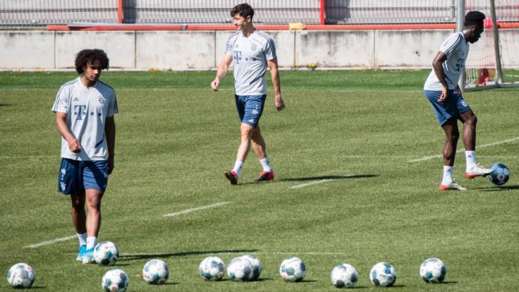 Die Profis des FC Bayern München starten trotz Coronavirus-Spielabsagen mit dem Training in Kleingruppen. (Foto)