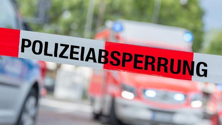In Deggendorf bedrohte ein Geiselnehmer eine Frau mit einem Messer. (Symbolbild)