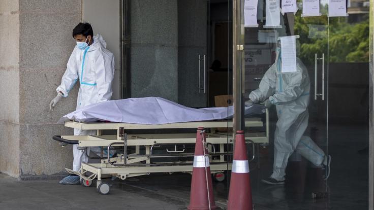 In einem Krankenhaus im schwer von der Coronavirus gebeutelten Indien sind mehr als 20 Patienten gestorben, nachdem die Sauerstoffversorgung aufgrund eines Defektes unterbrochen wurde.
