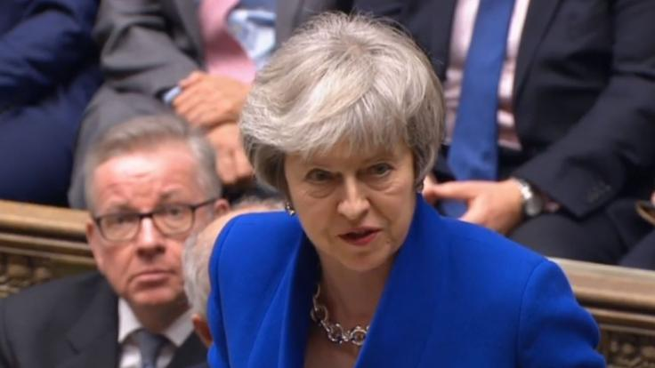 Die britische Premierministerin Theresa May bleibt vorerst an der Macht. (Foto)