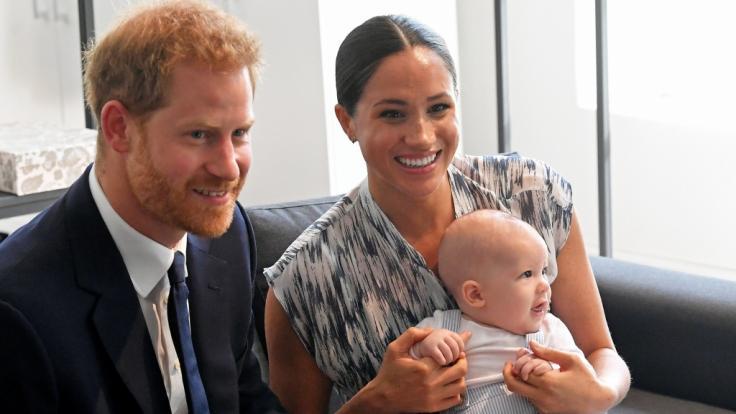 Meghan Markle und Prinz Harry ließen sich nicht jedes Geheimnis zu ihrem Sohn Archie entlocken. (Foto)