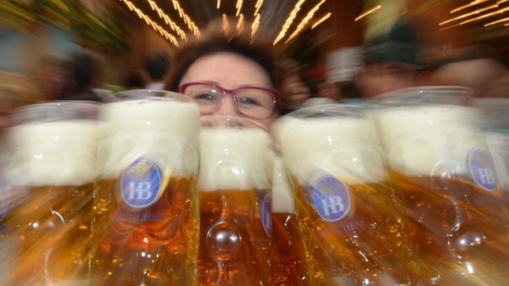 Ein Maß Bier kostet zum Oktoberfest 2017 zwischen 10,60 Euro und 10,95 Euro.