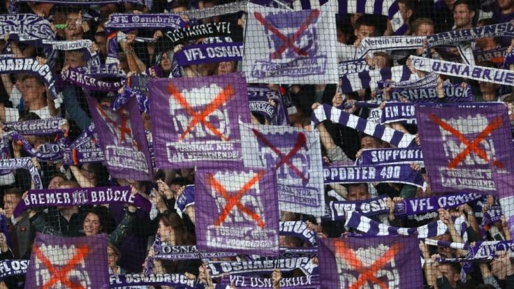 Die Fans vom VfL Osnabrück feuern ihre Mannschaft nach Leibeskräften an. (Symbolbild) (Foto)