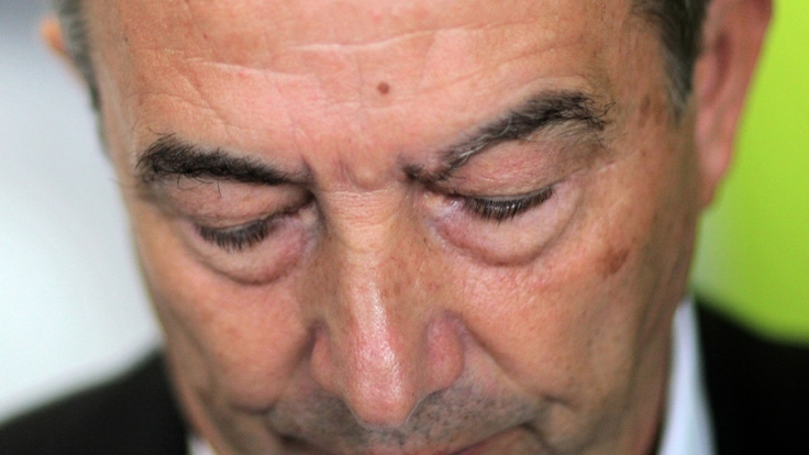 Verdacht auf Steuerhinterziehung, Rücktritt als DFB-Präsident - Wolfgang Niersbach ist tief gefallen.
