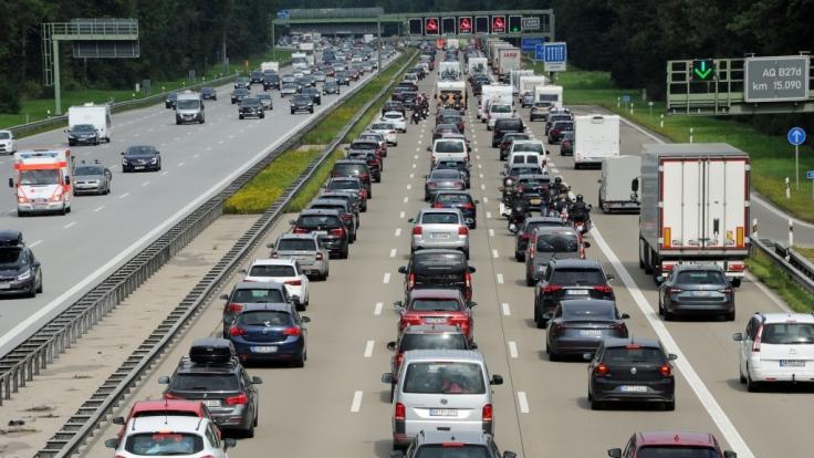 Vom 8. bis 10. Oktober kann es sich auf deutschen Autobahnen stauen. (Symbolfoto) (Foto)