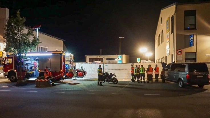 Auf einer Supermarkt-Zufahrt in Plattingen wurde eine Frau von einem Mann erstochen. (Foto)