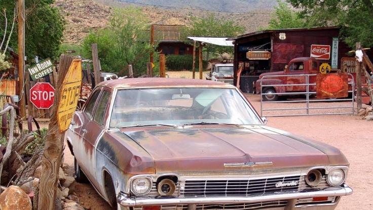 Wer einen Gebrauchtwagen bei einem Autohändler kauft und nachträglich Mängel feststellt, sieht sich mit viel Ärger konfrontiert.