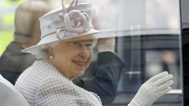 Winkt hier wirklich Queen Elizabeth II. in die Kamera? (Foto)