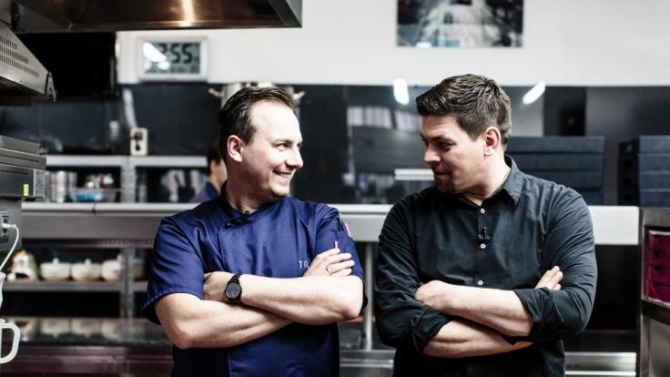 Tim Raue (l.) und Tim Mälzer. (Foto)