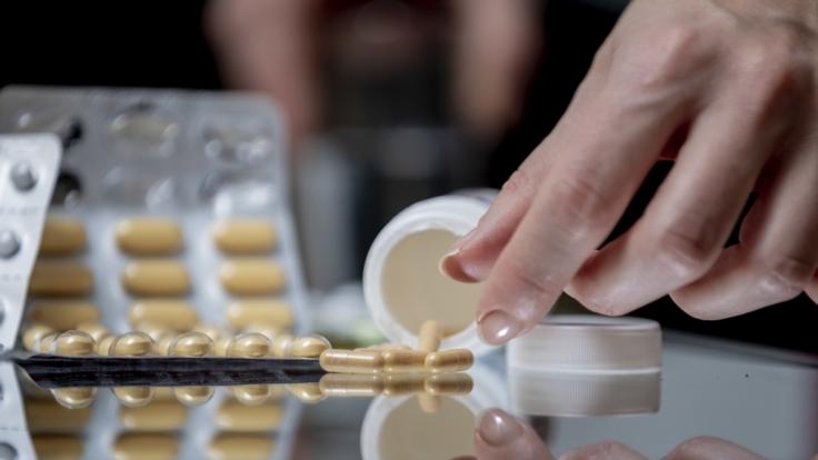Viele Schmerzmittel versprechen rasche Linderung, doch die Nebenwirkungen sind nicht zu unterschätzen. (Foto)