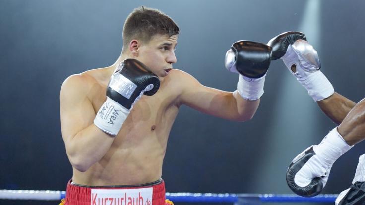 Tyron Zeuge boxt gegen Adan Silvera um die EU-Meisterschaft im Supermittelgewicht