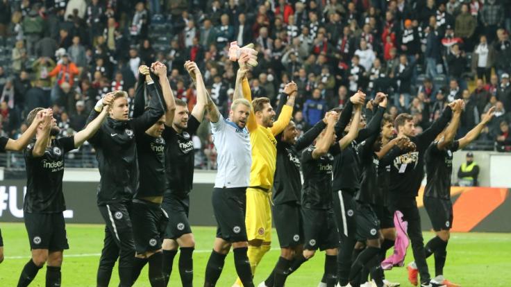 Die Eintracht jubelt nach ihrem 4:1-Sieg gegen Lazio Rom. (Foto)