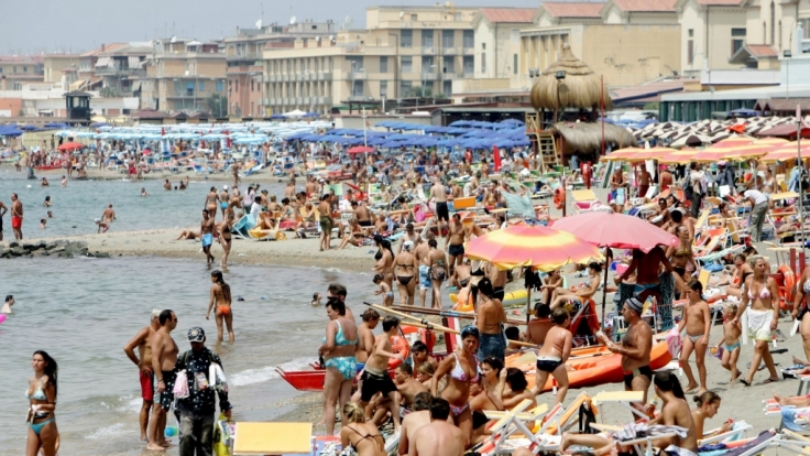 Gut gefüllte Strände: Italien freut sich über mehr Touristen. (Symbolbild) (Foto)