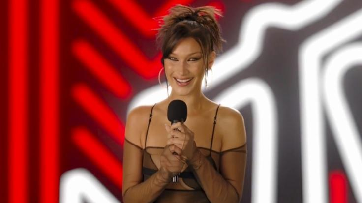 Bella Hadid begeistert mit ihrem Transparent-Look bei den VMAs 2020. (Foto)