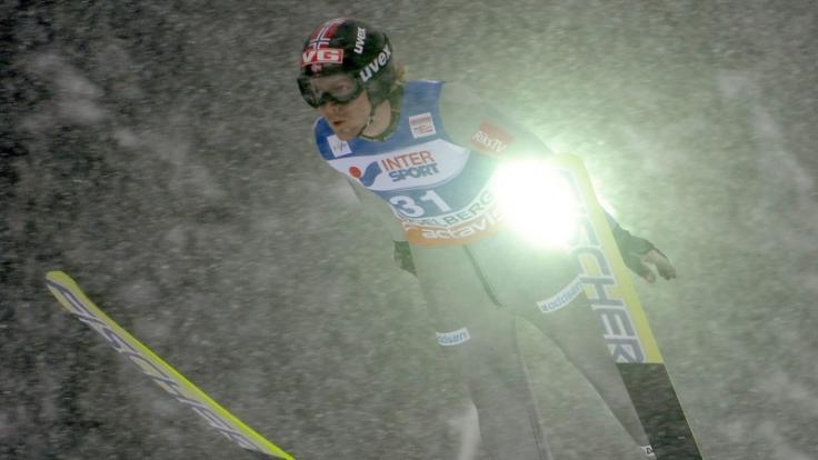 Björn Einar Romören hat mehrfach den Weltrekord im Skispringen gebrochen. Heute muss er bösartige Tumore in seinem Rücken besiegen. (Foto)