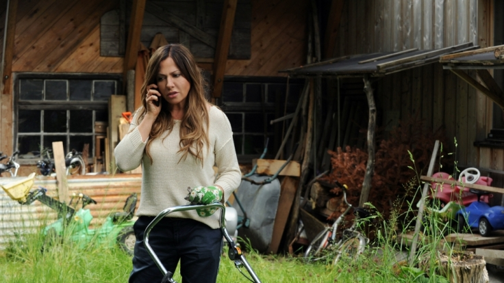 Dorfhelferin Katja Baumann (Simone Thomalla) hat alle Hände voll zu tun.