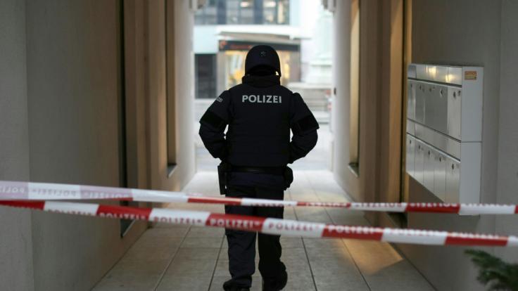 Nach Schüssen in der Wiener City ist nach Angaben der Einsatzkräfte ein Menschen gestorben, ein weiteres Opfer wurde schwer verletzt. (Foto)