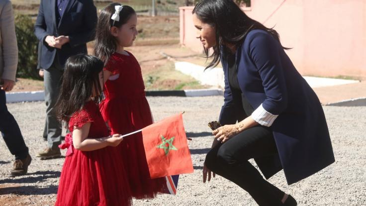 Meghan Markle brach für ihre kleinen Fans Rania und Rayhana gern das offizielle Protokoll. (Foto)