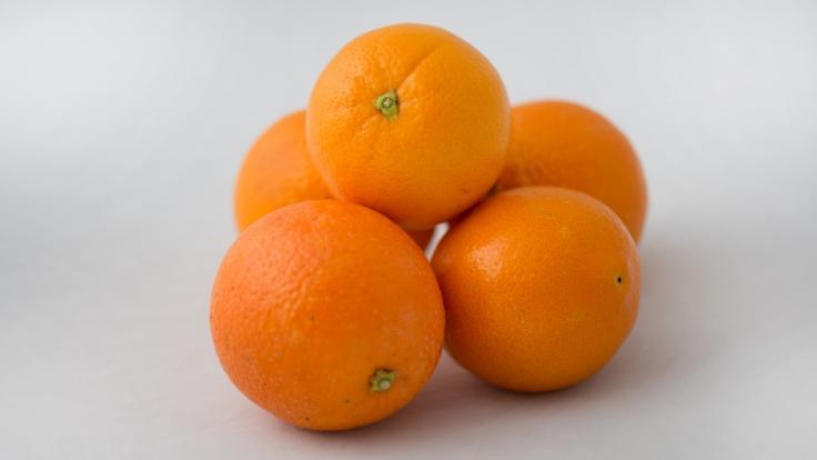 Ökotest prüfte die Orangen von 25 Marken auf deren chemische Belastung.