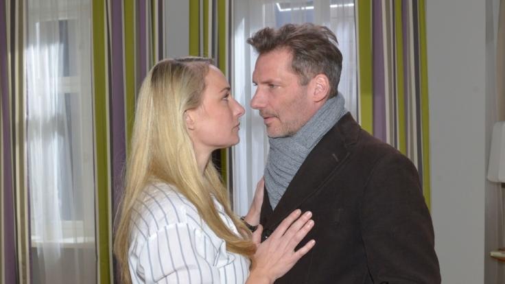 Maren fällt es immer schwerer, Alex etwas vorzumachen: Sie gesteht ihm schließlich den Mord an Frederic.