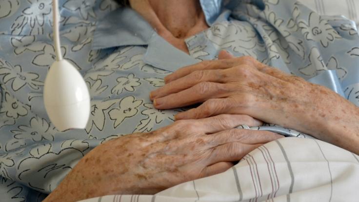 Die Seniorin wurde von einem anderen Mitbewohner angegriffen. (Foto)