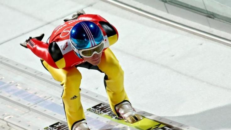 Severin Freund will auf der Großschanze in die Medaillenränge springen.