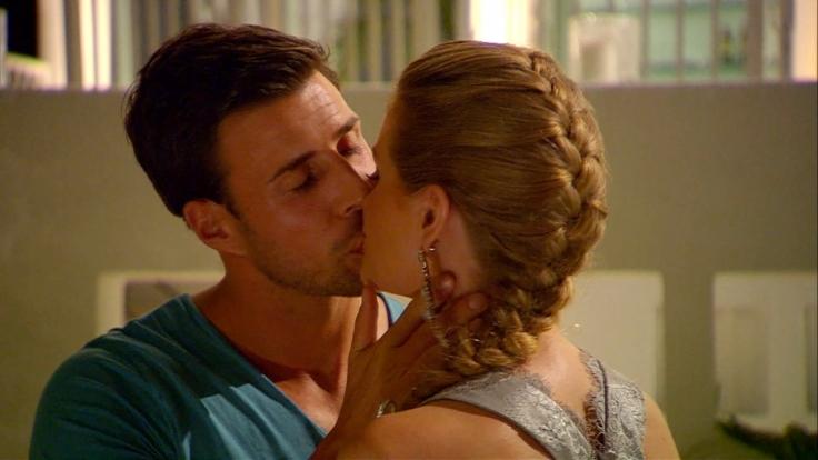 Heiße Küsse während der Nacht der Rosen - das gab's auch noch nie. (Foto)