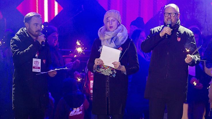Der Bürgermeister von Danzig (l.) wurde bei einem Charity-Event niedergestochen. (Foto)