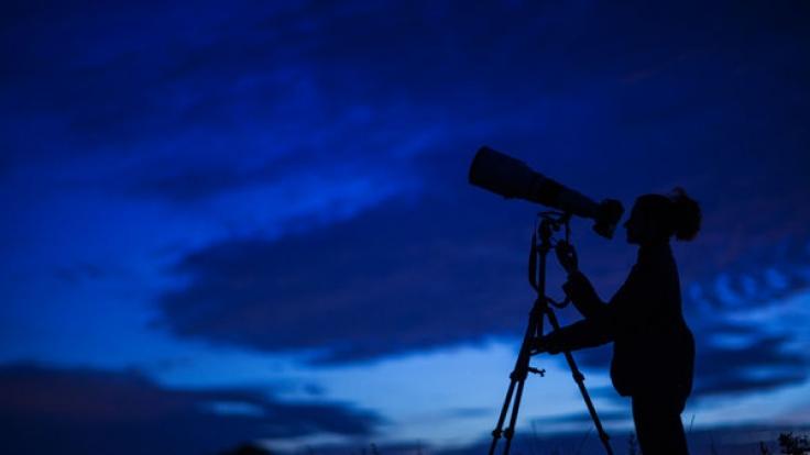 Die Perseiden sind am Mitte Juli am Juli-Himmel sichtbar.