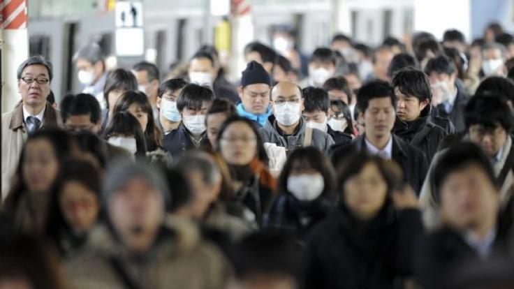 Menschenmassen in einer Metro-Station in Tokio: Suizide können das japanische Verkehrsnetz schnell zum Erliegen bringen.  (Foto)