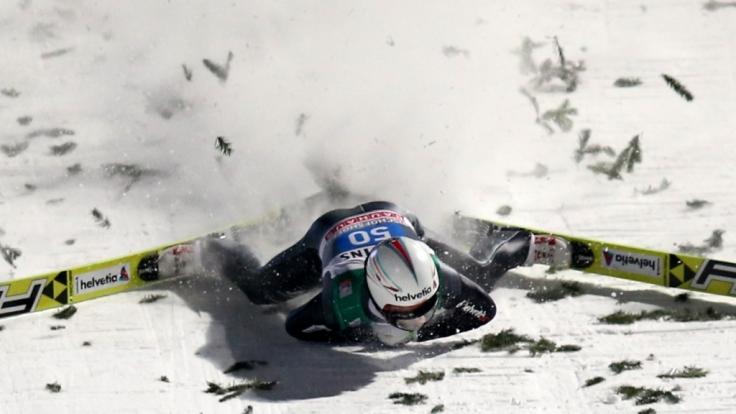 Simon Ammann stürzte schwer.