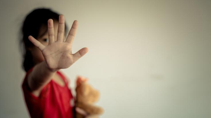 Ein 13-jähriges Mädchen aus Indien wurde von einer Horde Männer immer wieder vergewaltigt, schließlich geschwängert und zur Abtreibung gezwungen (Symbolfoto). (Foto)