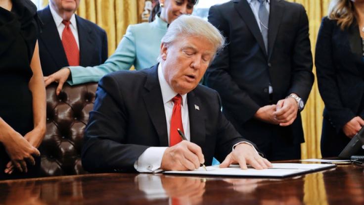 US Präsident Donald Trump im Oval Office des Weißen Hauses.