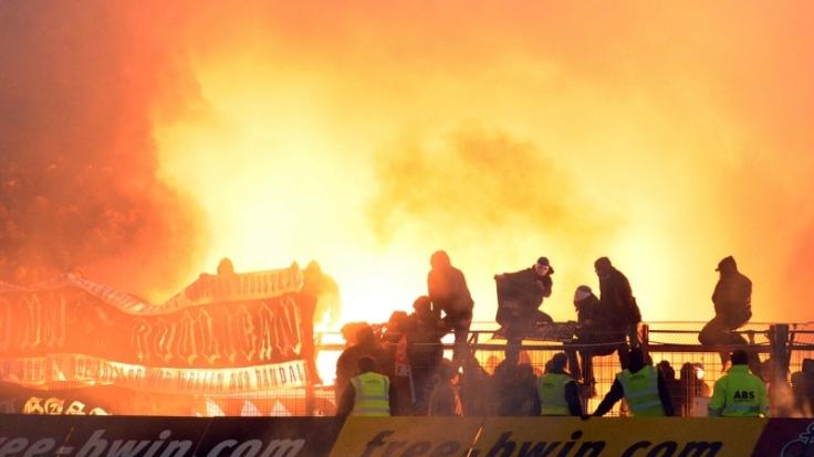 Ausschreitungen im Fußball (Foto)