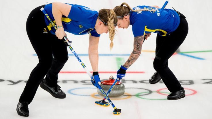 Die Schwedinnen wollen sich bei der Curling EM in Estland zum Erfolg wischen.