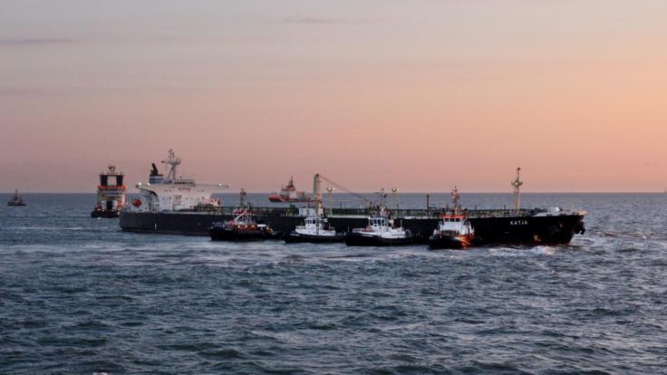 Ein mit 9000 Tonnen Gefahrgut beladener Tanker ist in der Nacht zum Montag in der Elbe vor Cuxhaven auf Grund gelaufen. (Foto)