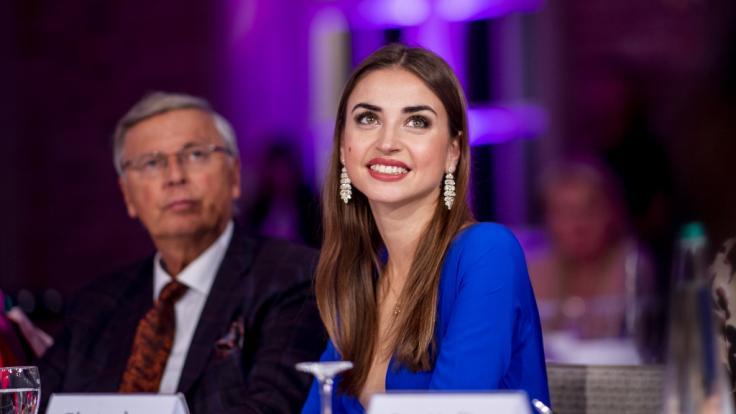 Ekaterina Leonova verbreitet unten ohne gute Laune. (Foto)