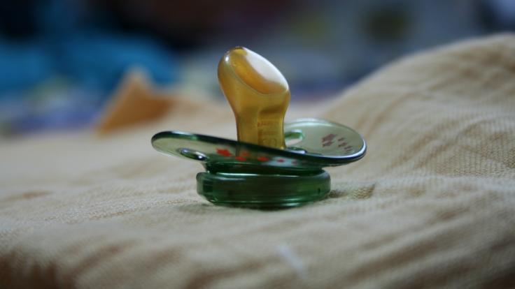 In der britischen Kleinstadt Cleethorpes mussten einem Baby nach einer lebensbedrohlichen Sepsis-Erkrankung alle Gliedmaßen abgenommen werden. (Symbolbild) (Foto)