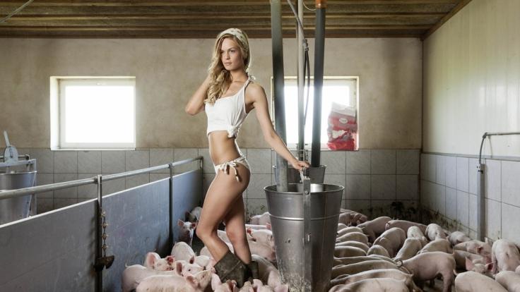 Schweinereien mit Bäuerin Melanie im Juni. (Foto)