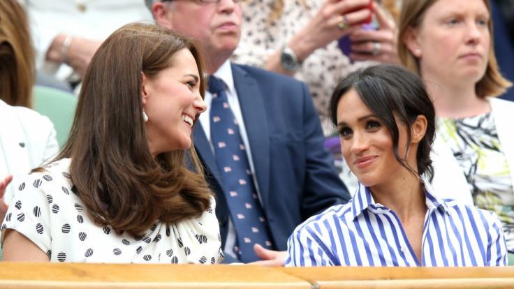 Wie gut verstehen sich Meghan Markle (r.) und Kate Middleton?