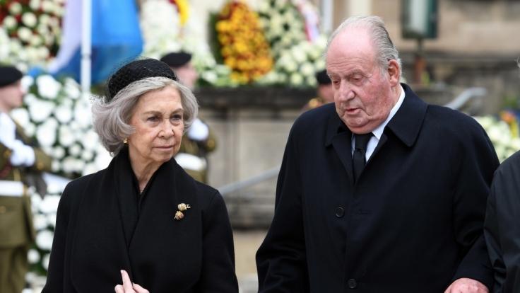 Das Foto zeigt das frühere Königspaar Sofía und Juan Carlos von Spanien im Jahr 2019. Juan Carlos ist mittlerweile in Abu Dhabi untergetaucht, seine Frau weilt derzeit auf Mallorca. (Foto)