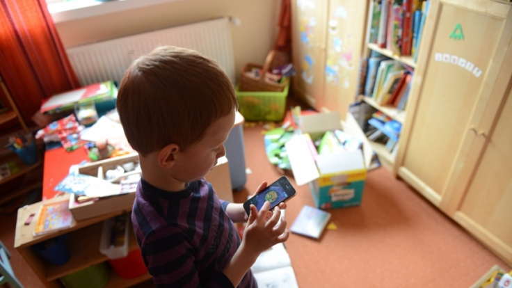 Smartphone als Spielzeug: Acht Prozent der Kinder können als suchtgefährdet eingestuft werden.