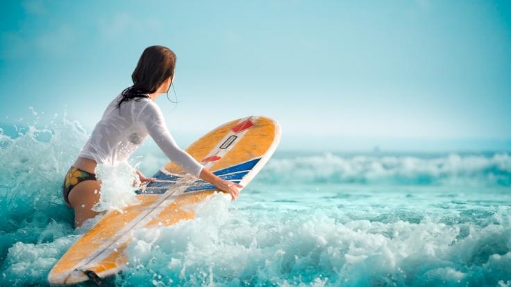 Das französische Surfer-Girl Poeti Norac ist gestorben. (Symbolbild) (Foto)