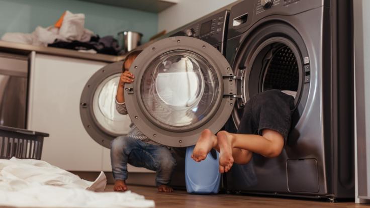 Eltern sollten aufpassen, wenn sich Kinder in der Nähe ihrer Waschmaschine befinden. (Symbolbild) (Foto)