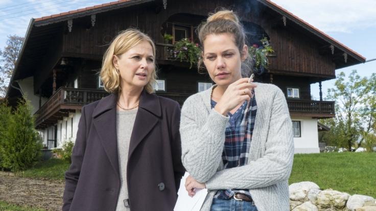 Vera Lanz (Katharina Böhm) spricht mit Sybille Arnold (Felicitas Woll). (Foto)