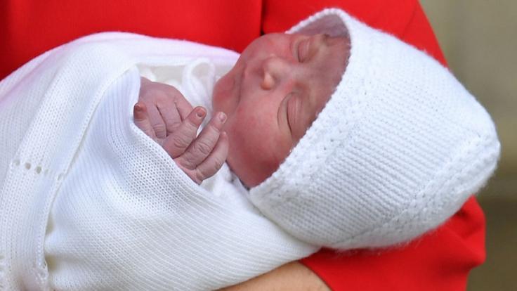 Der kleine Prinz am Tag seiner Geburt in den Armen von Kate Middleton.