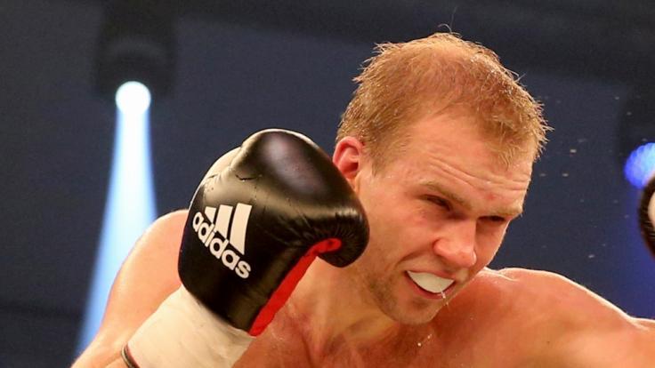 Härtel besiegt Box-Europameister Krasniqi und holt sich Titel. (Foto)