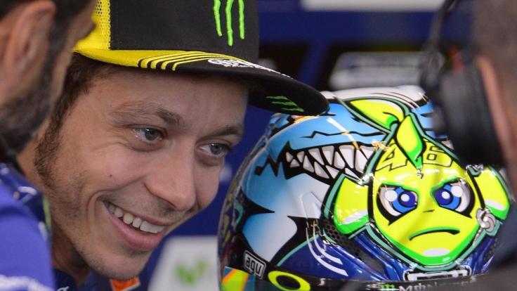In Misano fährt Valentino Rossi alljährlich mit einem speziell designten Helm. (Foto)