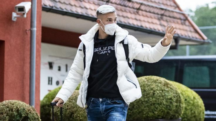 Nico Schlotterbeck bei der Ankunft der deutschen Fußballnationalmannschaft im Mannschaftshotel. (Foto)